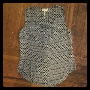 Black/White Patterned Sleeveless Blouse